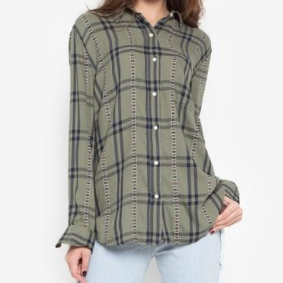 3FOR$12 Green printed button up blouse